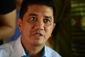 Selangor Menteri Besar Azmin Ali has revealed that the state would acquire water assets held by Puncak Niaga Holdings Bhd and Syarikat Bekalan Air Selangor Sdn Bhd in its move to expedite the long-drawn water consolidation exercise. – The Malaysian Insider file pic, May 21, 2015.