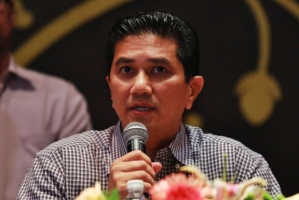 Asked to elaborate on the pre-conditions that Putrajaya had purportedly failed to adhere to, Selangor Mentri Besar Azmin Ali said he will hold a press conference in Parliament tomorrow. — Picture by Saw Siow Feng - See more at: http://www.themalaymailonline.com/malaysia/article/selangor-government-cancels-water-deal-with-putrajaya#sthash.cs3OlZTp.dpuf