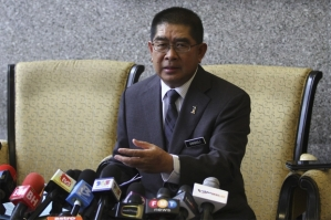 Minister of Energy, Green Technology and Water, Datuk Seri Maximus Johnity Ongkili speaking at the Parliament in Kuala Lumpur, Match 10, 2015. — Picture by Yusof Mat Isa - See more at: http://www.themalaymailonline.com/malaysia/article/in-tit-for-tat-putrajaya-says-selangor-to-blame-for-failed-water-deal#sthash.LY3ZfGej.dpuf