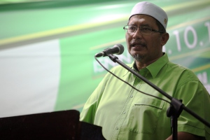 PAS newly elected vice-president Datuk Iskandar Abdul Samad says the party's representatives in Selangor has no problems working with opposition coalition Pakatan Rakyat. – The Malaysian Insider file pic, June 6, 2015. - See more at: http://www.themalaysianinsider.com/malaysia/article/selangor-pas-says-no-problems-working-with-pakatan#sthash.oMiTu0ci.dpuf
