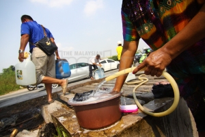 The demand for water has increased by 3% during Ramadan while reserves are at a critical level in the Klang Valley. – The Malaysian Insider file pic, June 30, 2015. - See more at: http://www.themalaysianinsider.com/malaysia/article/langat-2-only-way-to-solve-klang-valley-water-woes-says-group#sthash.ivXxnGc3.dpuf