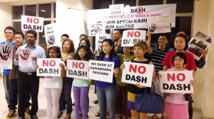 The Say No To DASH group says the highway is too close to existing homes in the Damansara Perdana area. – The Malaysian Insider file pic, October 5, 2015. - See more at: http://www.themalaysianinsider.com/citynews/greater-kl/article/selangor-has-given-approval-for-dash-project-says-rep#sthash.2GeUDAvp.dpuf