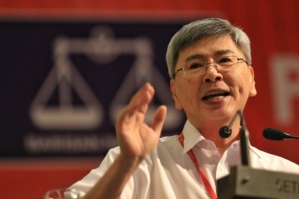 Gerakan president Datuk Mah Siew Keong speaking during the party's 44th National Delegates Conference at the Setia Convention Centre, Shah Alam, Oct 18, 2015. — Picture by Saw Siow Feng - See more at: http://www.themalaymailonline.com/malaysia/article/malaysia-marginalised-if-out-of-tpp-gerakan-says#sthash.jIQ9kz3l.dpuf